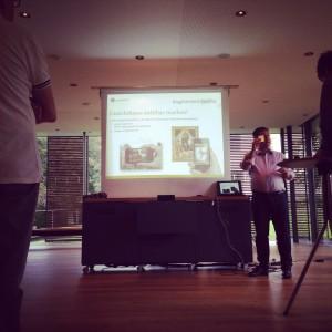 Prof. Dr. Holger Simon erklärt Augmented Reality