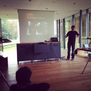 Dr. Peter Bell stellt Geoglyph, ein Geocaching Game vor