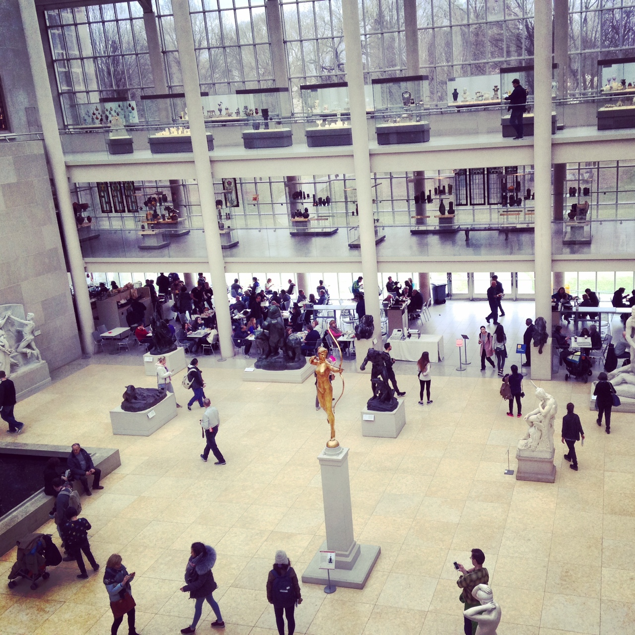 comparison of the met and guggenheim Both brooklyn museum and the met cloisters are praised by reviewers writing for major  overall, the met cloisters is preferred by most reviewers compared to .