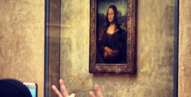 Besucherinnen im Louvre